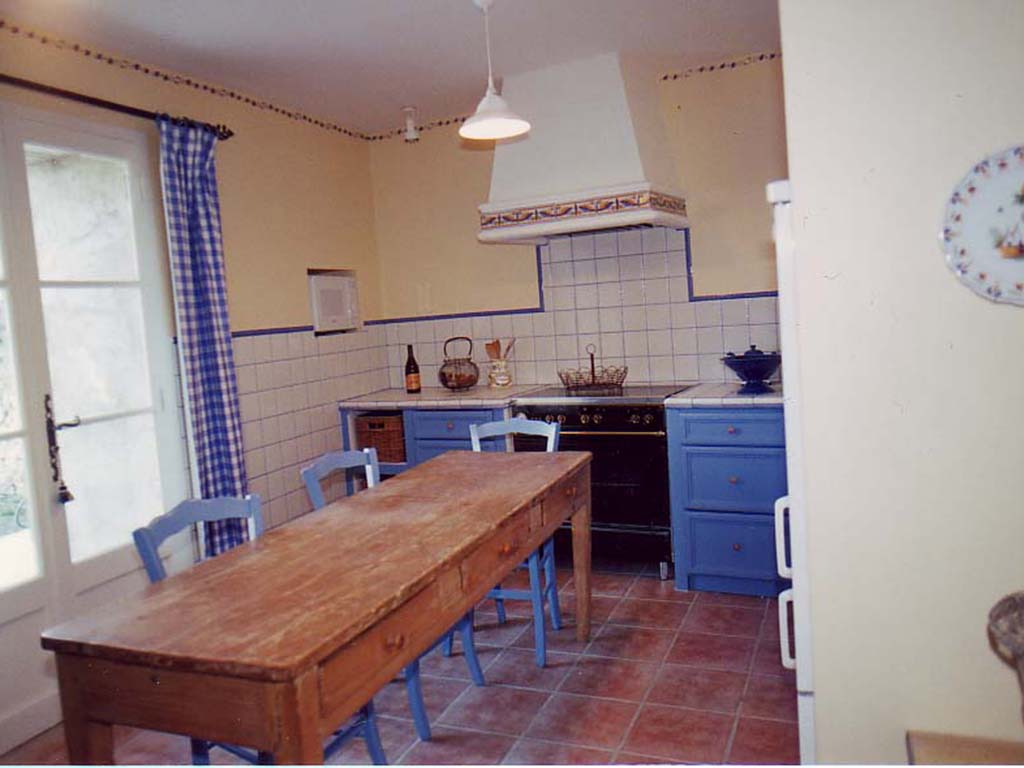 full-kitchen-copy-2.jpg