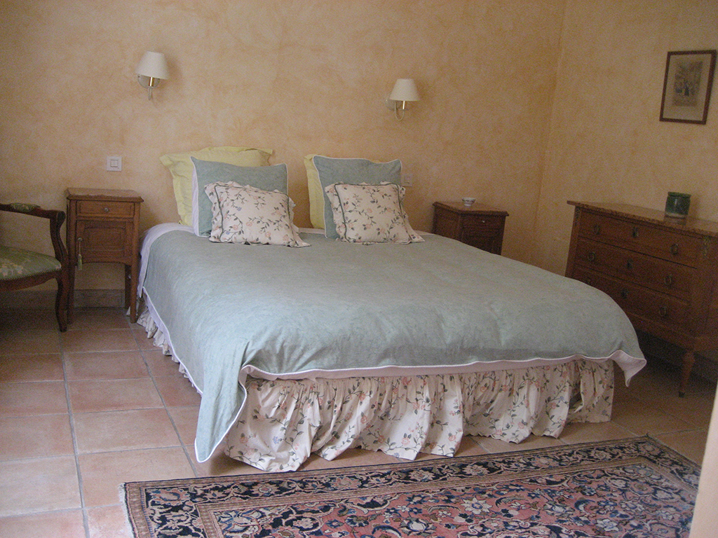 les-malagrones-bedroom-1-copy.jpg
