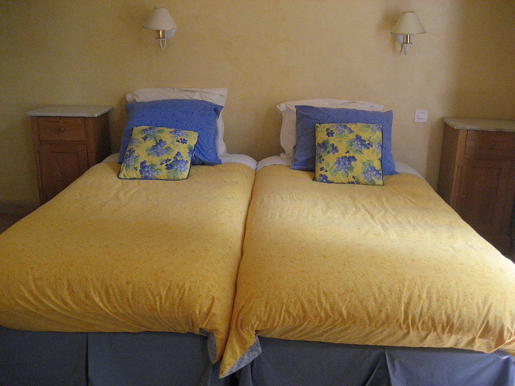 les-malagrones-bedroom-3-2-copy.jpg