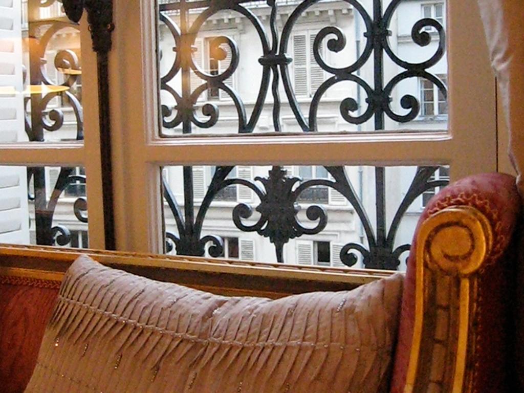 lounge-view2.jpg