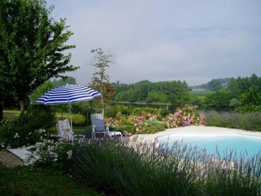 pool-terrace.jpg